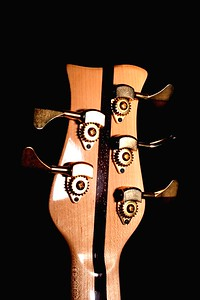 IMG_0604 BLDesign.us: 008 Marozi 5-string bolt-on prototype. Photos: Marc Pagano. Slideshow Music: Nick Rosenthal and Beau Leopard.  All Content © 2005-2007 Beau Leopard Design .:. Custom Bass Guitars