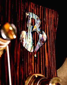 IMG_0602_crop BLDesign.us: 008 Marozi 5-string bolt-on prototype. Photos: Marc Pagano. Slideshow Music: Nick Rosenthal and Beau Leopard.  All Content © 2005-2007 Beau Leopard Design .:. Custom Bass Guitars