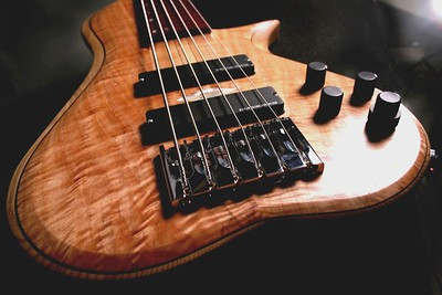 IMG_2995 BLDesign.us: 011 Barbary 6-string set-neck prototype. Photos: Marc Pagano. Slideshow Music: Nick Rosenthal and Beau Leopard.  All Content © 2005-2007 Beau Leopard Design .:. Custom Bass Guitars
