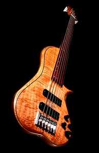 IMG_3041  BLDesign.us: 011 Barbary 6-string set-neck prototype. Photos: Marc Pagano. Slideshow Music: Nick Rosenthal and Beau Leopard.  All Content © 2005-2007 Beau Leopard Design .:. Custom Bass Guitars