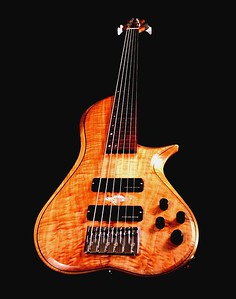 IMG_3004 BLDesign.us: 011 Barbary 6-string set-neck prototype. Photos: Marc Pagano. Slideshow Music: Nick Rosenthal and Beau Leopard.  All Content © 2005-2007 Beau Leopard Design .:. Custom Bass Guitars