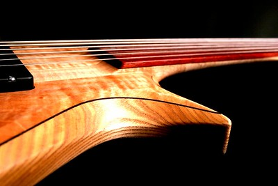 IMG_2993 BLDesign.us: 011 Barbary 6-string set-neck prototype. Photos: Marc Pagano. Slideshow Music: Nick Rosenthal and Beau Leopard.  All Content © 2005-2007 Beau Leopard Design .:. Custom Bass Guitars