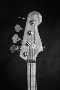 281.1834 Fender 1965 Jazz Bass Black and White