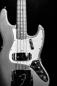 267.1834 Fender 1965 Jazz Bass Black and White