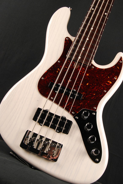 J5 Bass, Mary Kay White