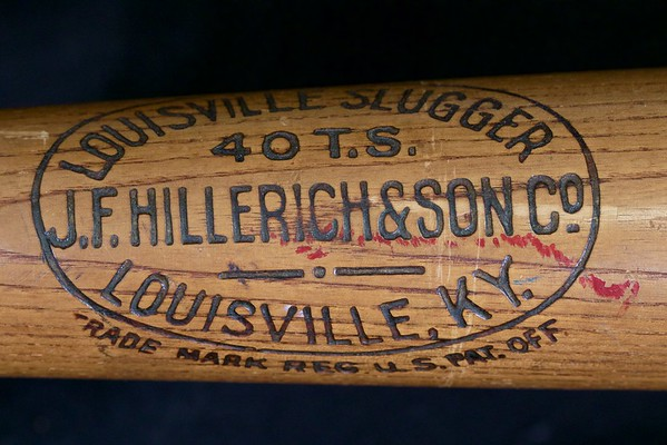 JF Hillerich & Son Co 1910 - 1915; Tris Speaker Decal Bat