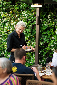8090-d700_Cafe_Cruz_Soquel_Restaurant_Lifestyle_Photography