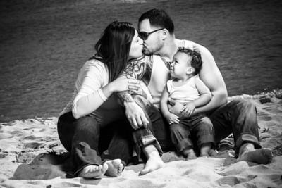 8863_d800b_Tanya_Guillermo_Stewarts_Cove_Carmel_Beach_Family_Maternity_Photography