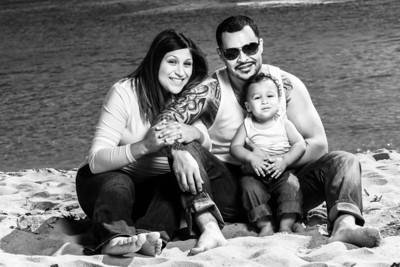 8855_d800b_Tanya_Guillermo_Stewarts_Cove_Carmel_Beach_Family_Maternity_Photography