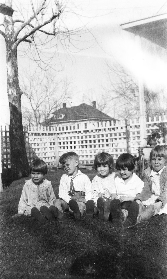 Porter house on Avenue H, L to R. Evelyn Johnston, Van Shaw Taylor, Bobbie Porter, Gene Porter, Katherine Johnston.