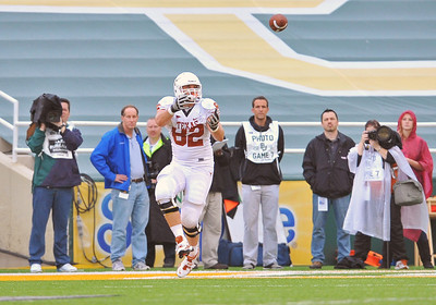 03 Dec 2011:   Texas Longhorns tight end Trey Graham (82) catches a pass for a touchdown during the game between the Texas Longhorns and the Baylor Bears at Floyd Casey Stadium in Waco Texas. Baylor wins 48-24 Manny Flores/CSM(Credit Image: © Manny Flores/Cal Sport Media/ZUMAPRESS.com)