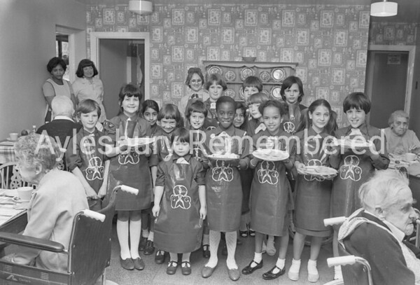 14th Aylesbury Brownies at Leonard West Home, May 1984