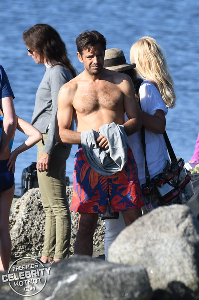 Anna Faris Hugs A Topless Eugenio Derbez In A Yellow Bikini!