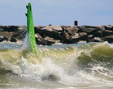 green loose surfboard