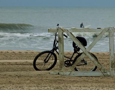 bike stand surfer