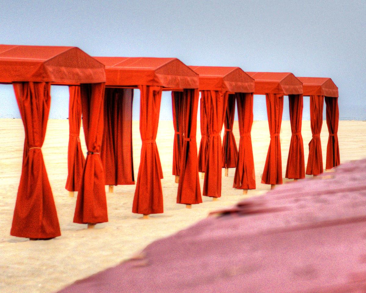 Red cabanas 8473