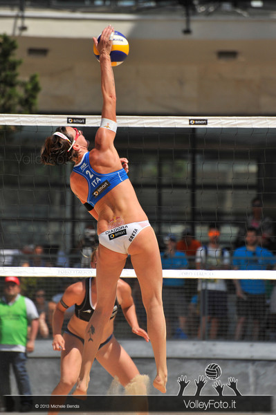 Greta Cicolari ITA attacco > FIVB Beach Volleyball World Tour | Grand Slam Roma 2013
