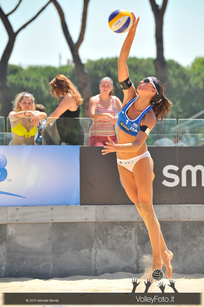 Marta Menegatti in battuta > FIVB Beach Volleyball World Tour | Grand Slam Roma 2013