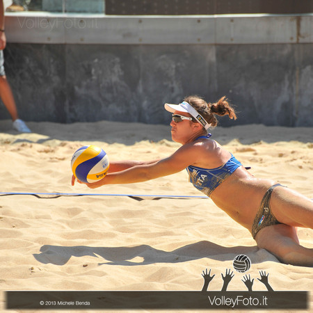 difesa di Laura Giombini > FIVB Beach Volley World Tour | Grand Slam Roma 2013