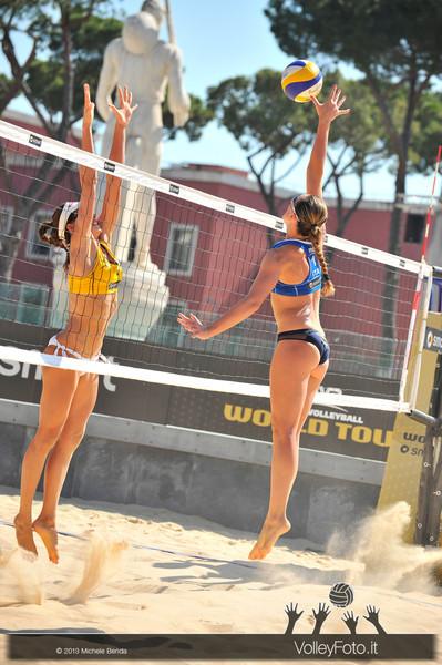 Daniela Gioria in attacco > FIVB Beach Volley World Tour | Grand Slam Roma 2013