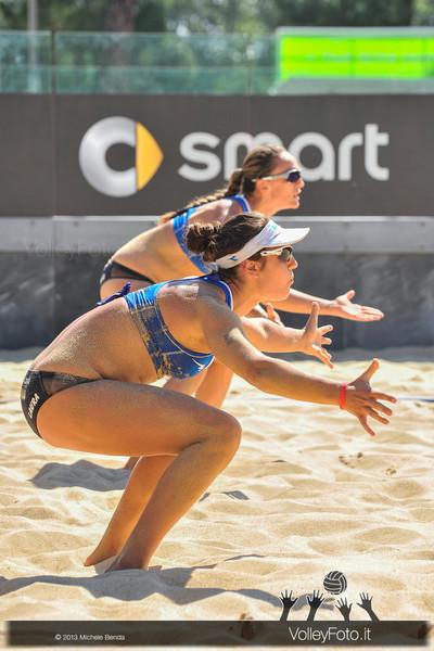 Daniela Gioria e Laura Giombini ITA in ricezione sulla sabbia del Foro Italico a Roma > FIVB Beach Volley World Tour | Grand Slam Roma 2013