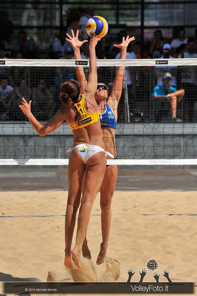 Daniela Gioria a muro > FIVB Beach Volley World Tour | Grand Slam Roma 2013