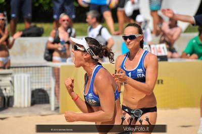 Laura Giombini esulta con Daniela Gioria > FIVB Beach Volley World Tour | Grand Slam Roma 2013