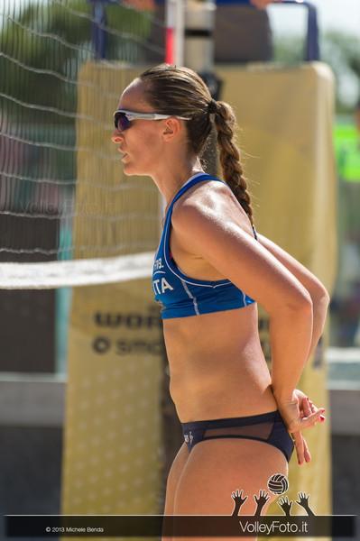 Daniela Gioria sotto rete > FIVB Beach Volley World Tour | Grand Slam Roma 2013