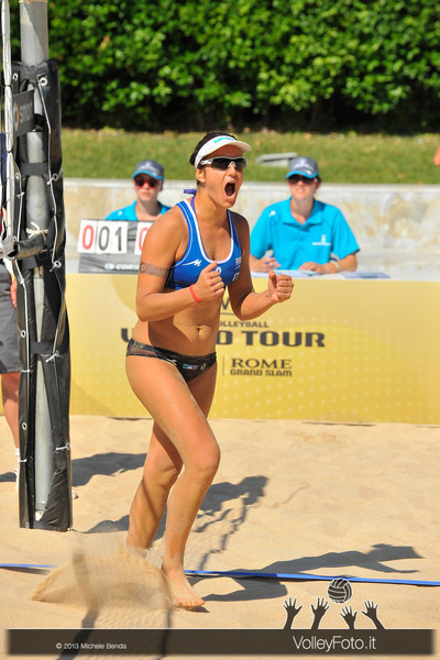 Laura Giombini esulta > FIVB Beach Volley World Tour | Grand Slam Roma 2013