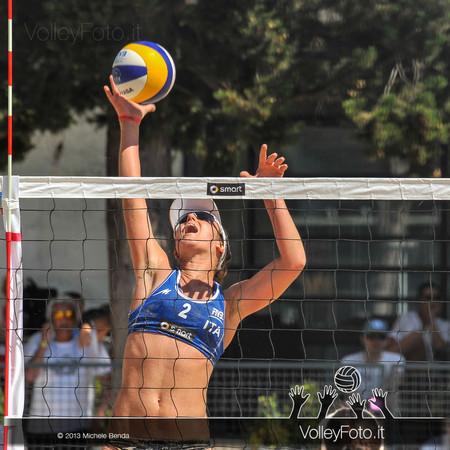 Laura Giombini attacca > FIVB Beach Volley World Tour | Grand Slam Roma 2013