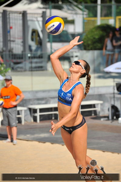 Daniela Gioria in battuta > FIVB Beach Volley World Tour | Grand Slam Roma 2013