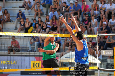 Paolo Nicolai a muro > Nicolai-Lupo ITA vs Nummerdor-Schuil NED | FIVB Beach Volleyball World Tour | Rome Grand Slam 2013