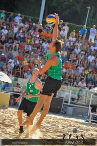 Reinder Nummerdor [NED] attacca > FIVB Beach Volleyball World Tour | Rome Grand Slam 2013