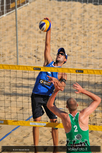 attacco di Daniele Lupo > Nicolai-Lupo ITA vs Nummerdor-Schuil NED | FIVB Beach Volleyball World Tour | Rome Grand Slam 2013
