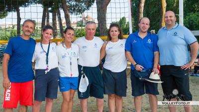 """Foto di gruppo per gli arbitri del Torneo - Torneo Beach Volley dell'Umbria 2013, """"La Marangola Sports Beach"""" Castiglione del Lago PG"""