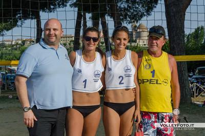 """Vincitrici: Gianna Paradisi - Carolina Pacube De Leo - Torneo Beach Volley dell'Umbria 2013, """"La Marangola Sports Beach"""" Castiglione del Lago PG"""