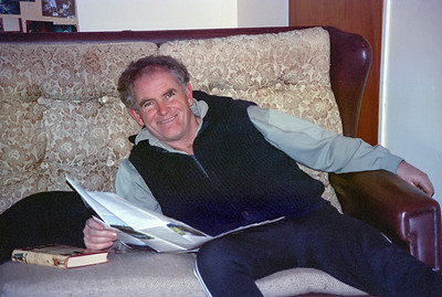 1991 07 183 Graeme reading at Ohakune Lodge NEG