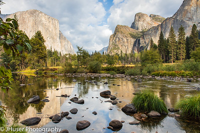 Yosemite beauty reflecting in the Merced river