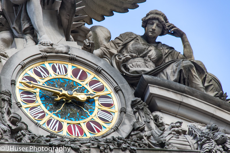 Clock and statue at Grand Central Station
