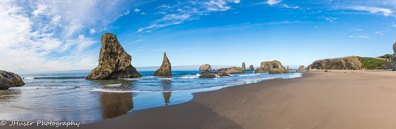 Panorama of a sunny day on Bandon Beach in Oregon