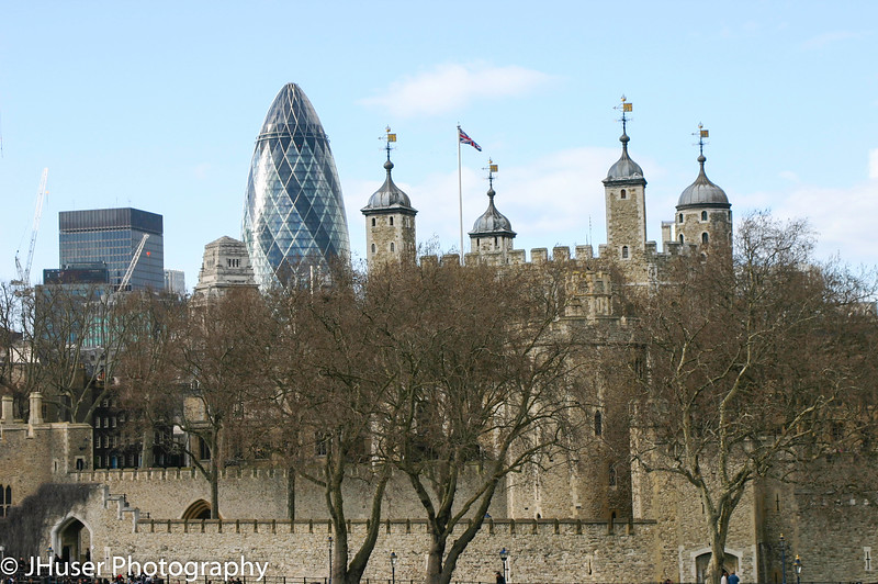 The Gerkin building behind Tower of London
