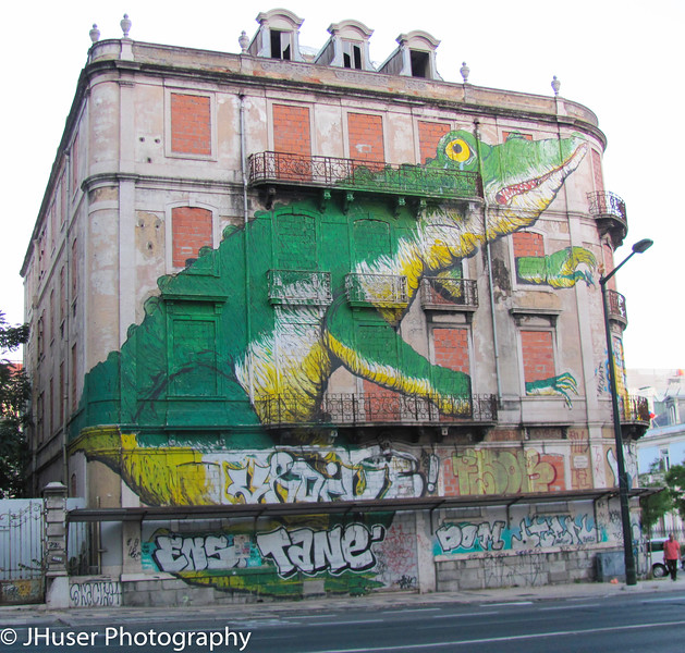 Alligator painted on empty building in Lisbon