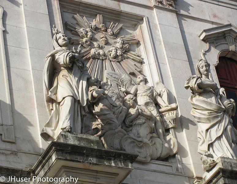 Statues on Basilica da Estrela