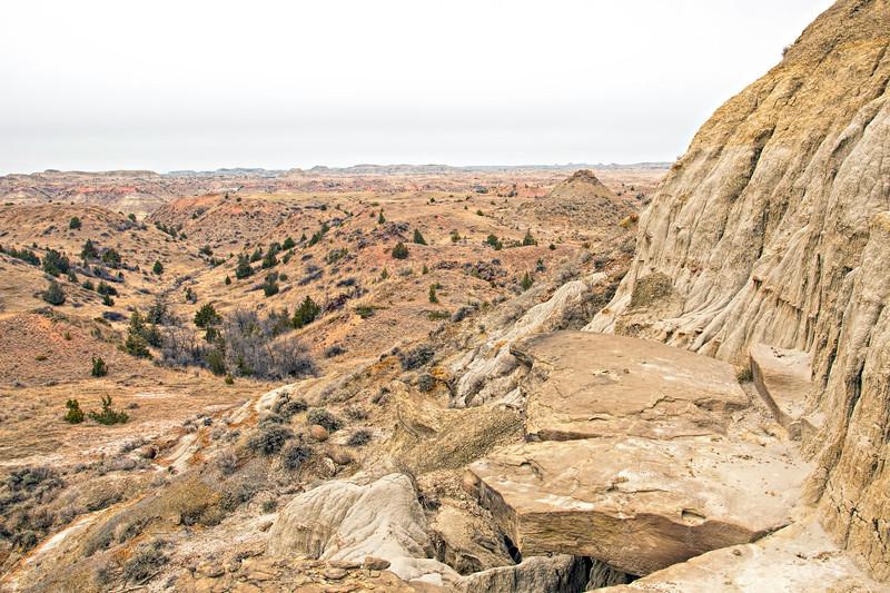 Rock shelf above deuce on the Maah Daah Hey trail.