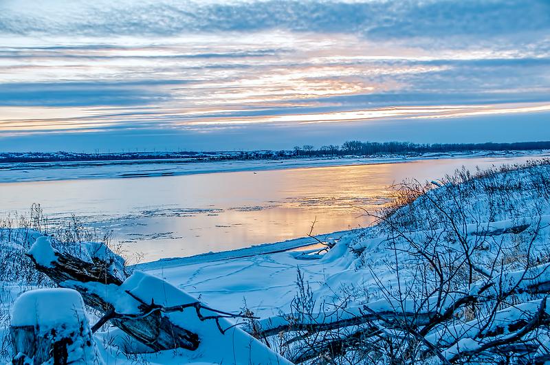 winter sunset on missouri river