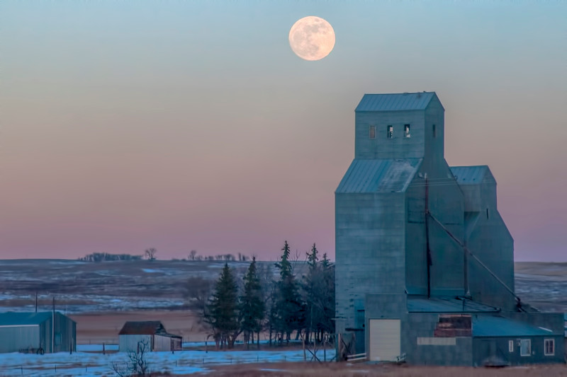 Blue moon over Wing Elevator