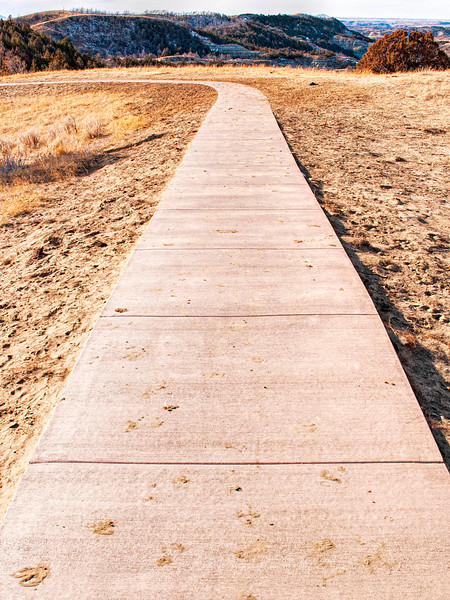 Long straight secton of paved boicourt trail