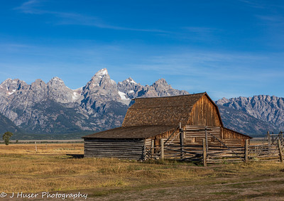 Barn and Teton mountains in Fall