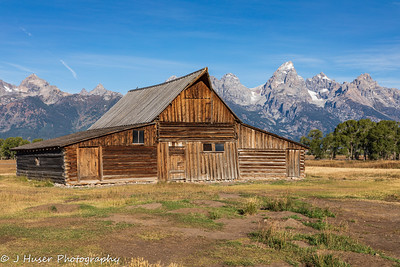 Moulton barn in front of Teton mountains