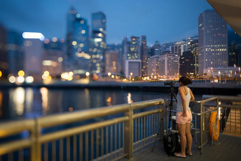 Begirl et les lumières de la ville.